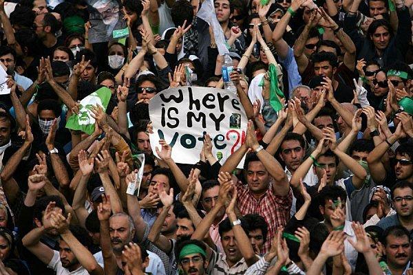 http://media.paperblog.fr/i/205/2058013/coup-detat-iran-revolution-populaire-fissures-L-4.jpeg