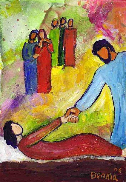 Jésus saisit la main de l'enfant, et lui dit : « Talitha koum », ce qui signifie : « Jeune fille, je te le dis, lève-toi ! » Aussitôt la jeune fille se leva et se mit à marcher — elle avait douze ans. Ils en furent complètement bouleversés.