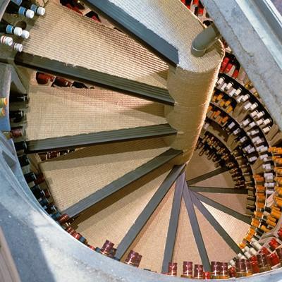 Un vin qui donne le tournis lire for Cave a vin escalier