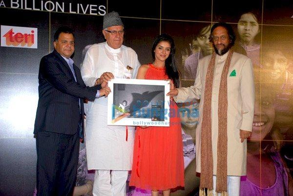 Asin au lancement de la campagne Lighting up a Billion lives