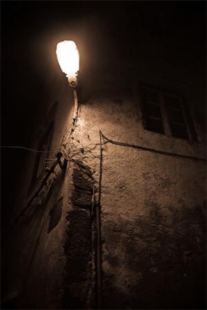 Essaouira - Abstraction de la façade illuminée (photographie ombre et lumière)