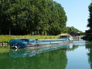 Deux 38m croisés sur le canal du LOING