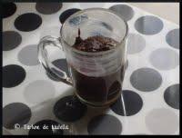 Moelleux au chocolat minute dans une tasse