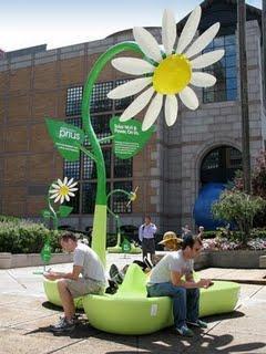 Toyota fait du Street Marketing green. Pour mettre en ava...