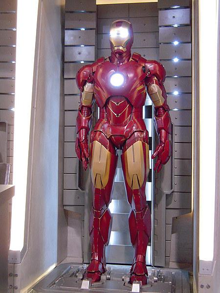 On the Road Iron-man-2-zoom-sur-nouvelle-armure-mark-iv-L-2