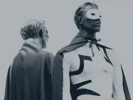 Capes, identité secrète... Le catalogue été hiver des super héros