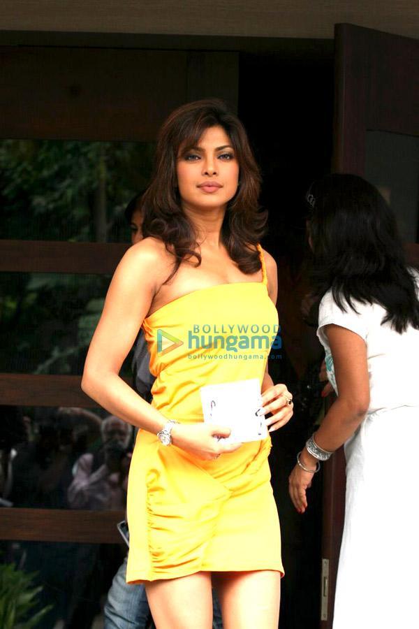 Priyanka Chopra Hairstyle Whats Your Rashee Priyanka & Harman ...
