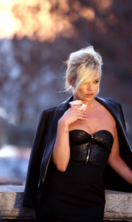 kate moss la vid o de sa nouvelle pub pour yves saint. Black Bedroom Furniture Sets. Home Design Ideas