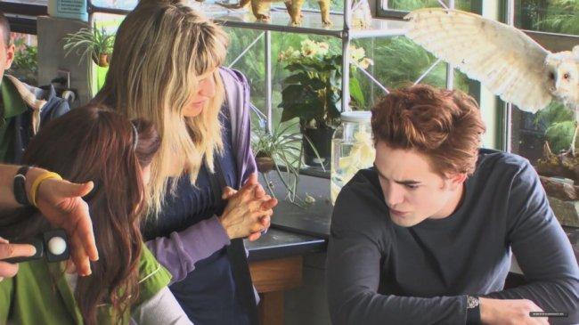 Twilight Fascination : souvenir de tournage (photos) - Catherine donne des conseils à Robert dans la classe de chimie