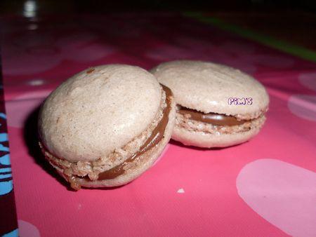 http://media.paperblog.fr/i/229/2297129/macarons-facile-nutella-L-1.jpeg