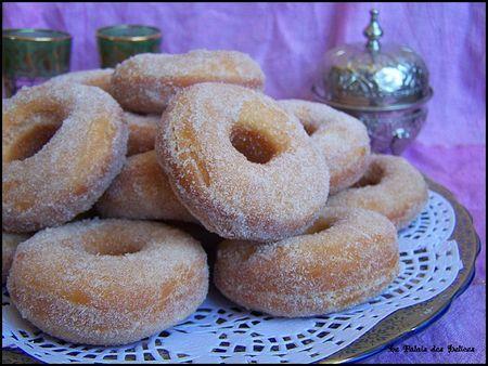 Beignets donuts la marocaine gourmands et moelleux - Beignet leger et moelleux ...