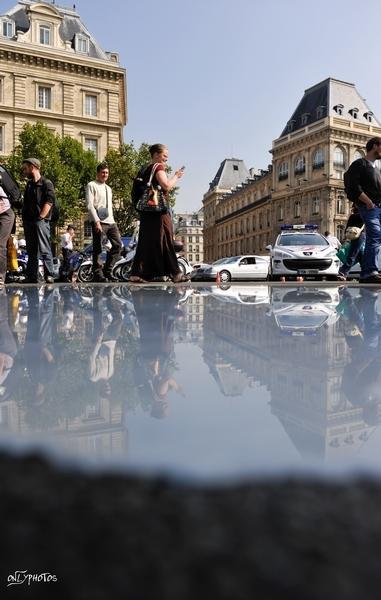 Distribution Gratuite de Lait à Paris. Place de la République.