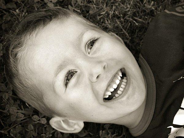 le doux rire d'un enfant