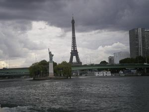 La traversée de  Paris sur le DYMPHNA