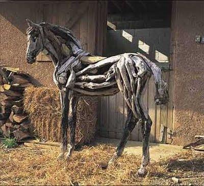Sculptures de chevaux en bois flottes