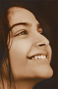 Sonam Kapoor's old pics when she was 90 kgs! 93785