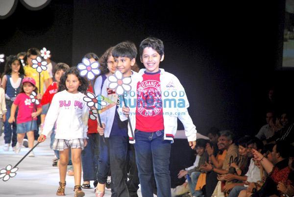 Salman, Lara et Darsheel défilent au lancement de la marque