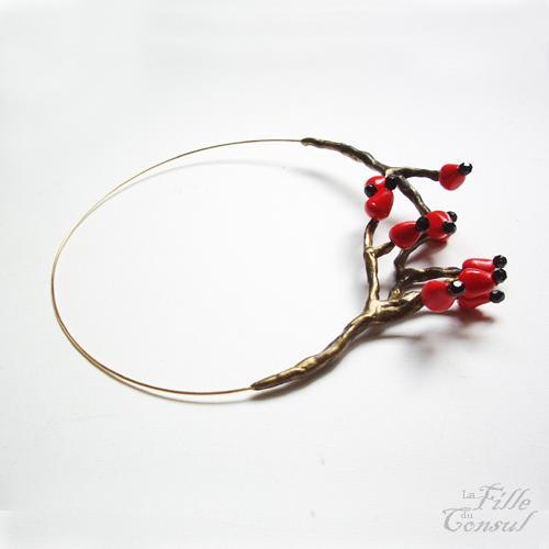 Branches de baies rouges en collier