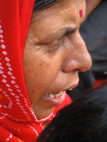 Une femme dans la foule / A woman in the crowd