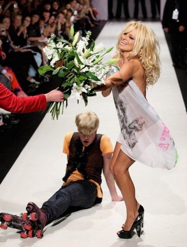 Pamela Anderson défile pour Richie Rich