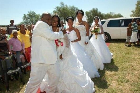 Il se marie avec 4 femmes en même temps