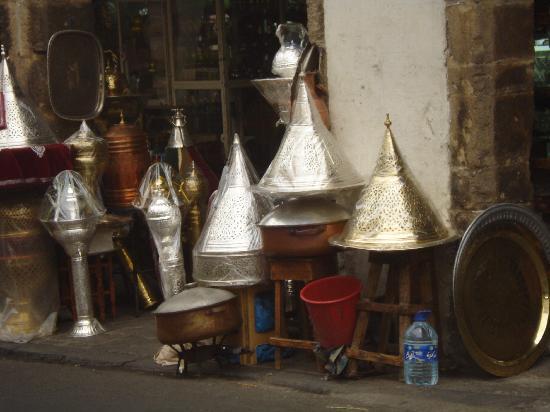 Casablanca, Maroc : La nouvelle medina,cuivres.