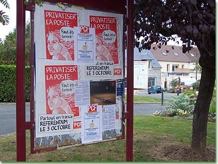 Affiches contre la privatisation de la poste