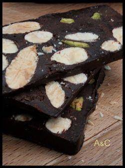 Nougat au chocolat, amandes et pistaches (1)
