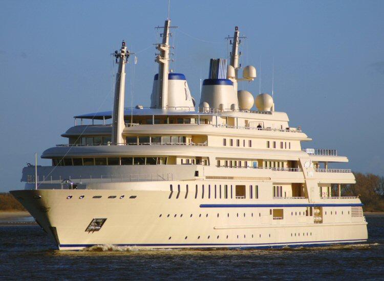 Al Said, un des plus grands yachts du monde