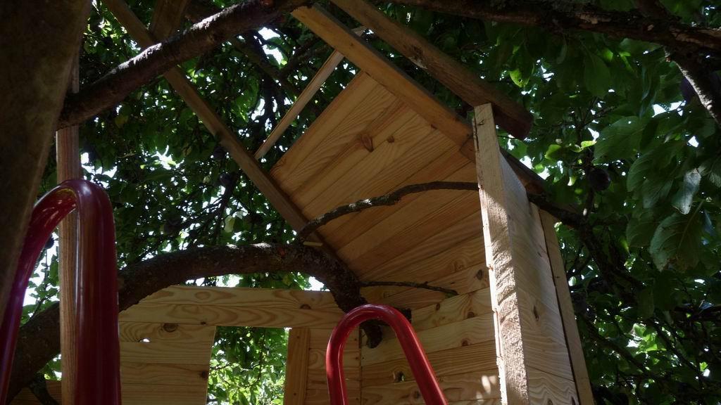 construire une cabane dans les arbres pour la joie des. Black Bedroom Furniture Sets. Home Design Ideas