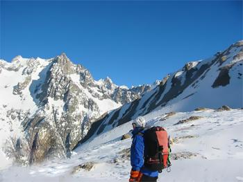 neigeux avalanche randonneur tempete nevee flocon sud ensoleille versant adret ubac soulane