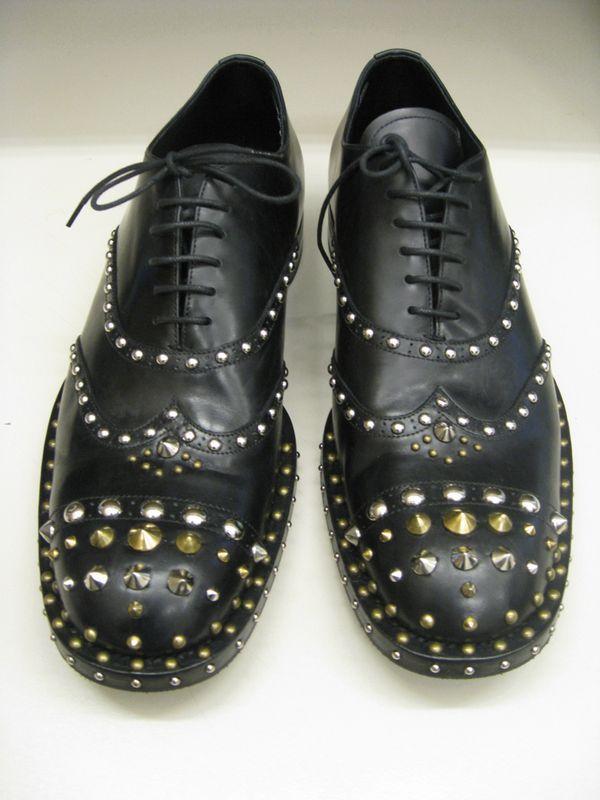 je veux de nouvelles chaussures les prada clous paperblog. Black Bedroom Furniture Sets. Home Design Ideas
