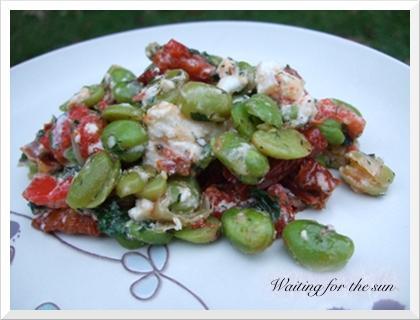 Feves fraiches la feta poivrons rouges et tomates - Cuisiner feves fraiches ...