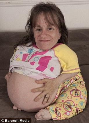 La femme la plus petite du monde attend son troisième enfant