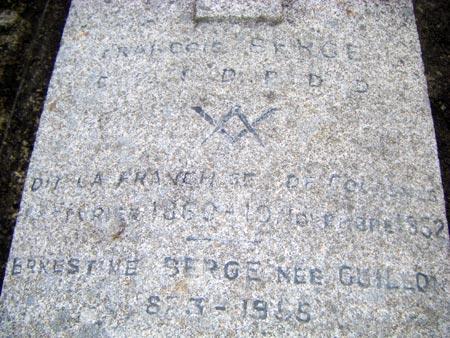 La tombe d'un Compagnon tailleur de pierre à Rochecorbon (37)