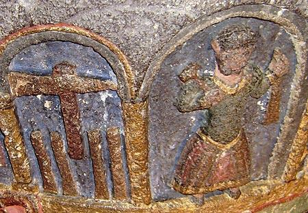Une représentation de tailleur de pierre datant du XIIe siècle à Mauriac (15)