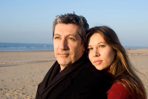 Mathilde Seigner et Alain Chabat. Pathé Distribution
