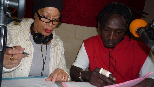 Catherine et Ousmane préparent la lecture de la Lettre ouverte de Madeleine Amarouche