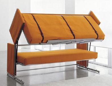 Un sofa convertible en lit superposé.