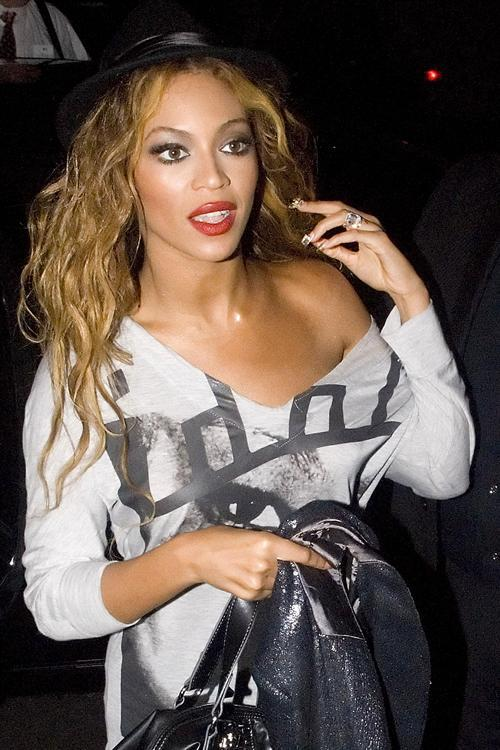 Beyonce arrives at Mahiki nightclub to spend the night partying with Rihanna and Jay-Z
