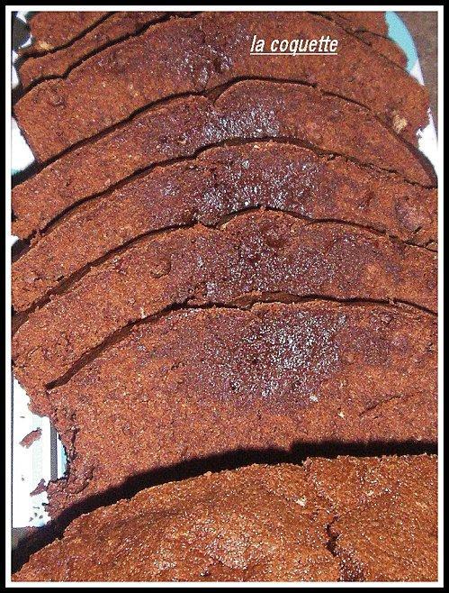 un cake tout chocolat.