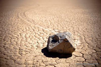 Mystérieuses pierres dans la Vallée de la mort