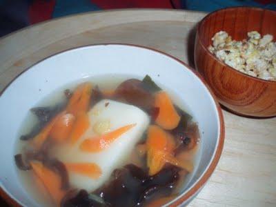 Tofu à l'oeuf brouillé de petit-déjeuner