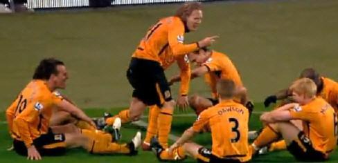 Vidéo: A Hull City, même le coach se fait chambrer