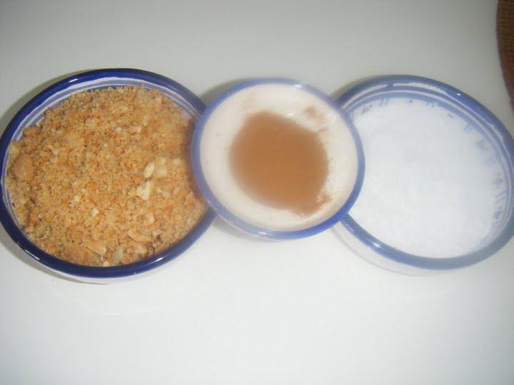 Seffa ou dessert a la semoule/ amandes et raisins secs