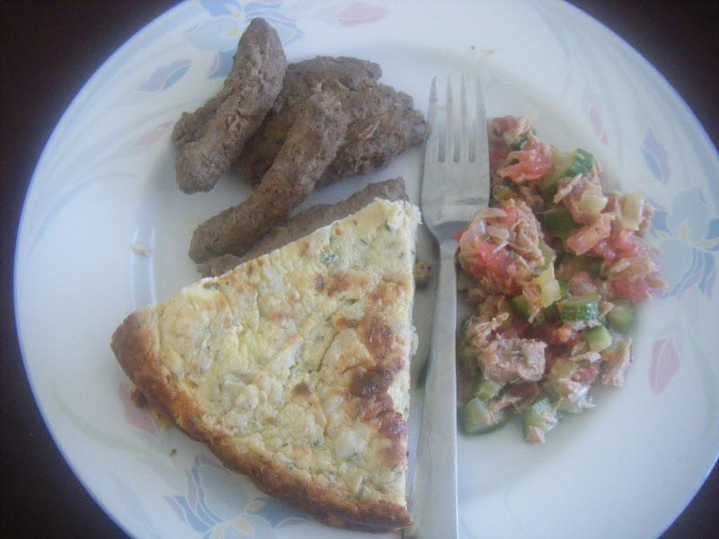 Gateau de PDTa la viande fumee, ,saucisses kefta et salade