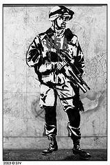 Manif anti-guerre soldat pochoir