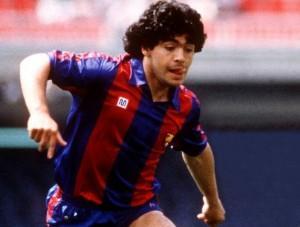 Maradona aura passé 2 ans à Barcelone, sans succès notoire.