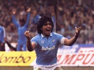Deux Titres en 87 et 90 , une coupe de l'UEFA . Le palmarès Napolitain est lié à jamais à Diego