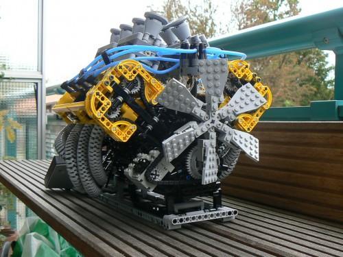 lego-motor-v8-1